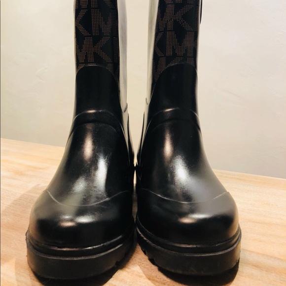 c5b90402f2c4 Michael Kors Women s MK Logo Mid Rain Boots Size 6.  M 5b65ddc98ad2f99810c2bfa6